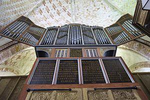 Krewerd_-_Mariakerk_-_orgelkas_van_onderen